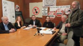 Pohled na účastníky tiskové konference konané v Domě odborových svazů v Praze